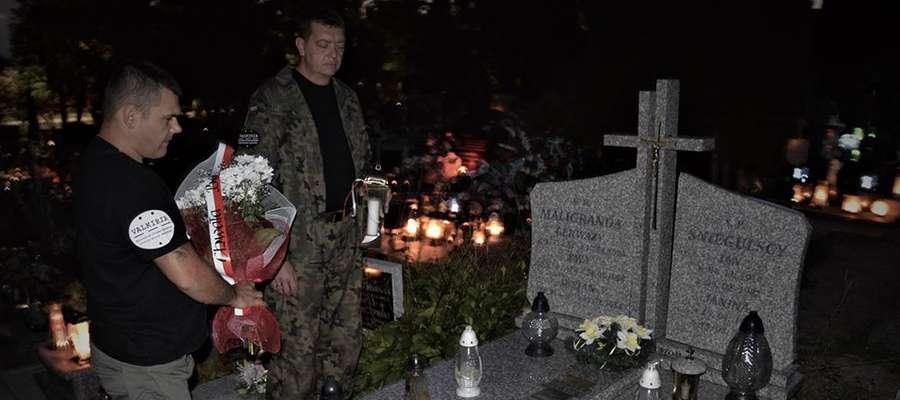 Społecznicy złożyli kwiaty i zapalili znicze na grobach obrońców Westerplatte