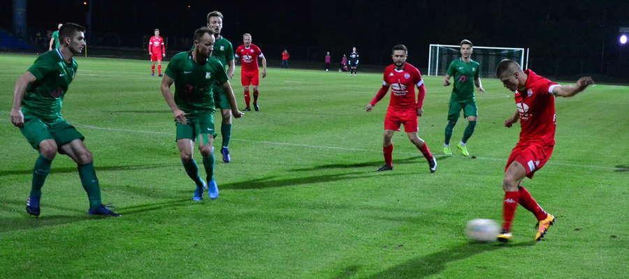 Na boisku Świtu piłkarze Sokoła wygrali i powiększyli przewagę nad wiceliderem