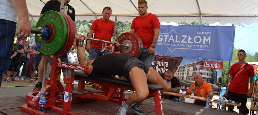 W rywalizacji siłaczy nad jeziorem Sajmino wystartowało ponad 50 zawodników