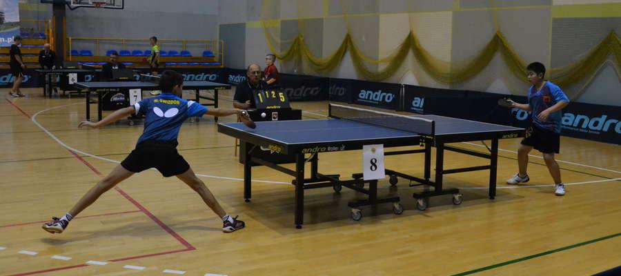 O pingpongowe mistrzostwo Warmii i Mazur walczy ponad stu zawodników z kilku krajów