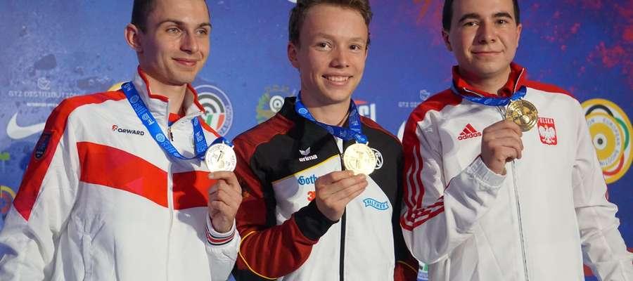 Medaliści mistrzostw Europy juniorów w Bolonii. Pierwszy z prawej Maciej Kowalewicz