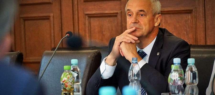 Henryk Nikonor - wybrany, unieważniony i ponownie wybrany na przewodniczącego