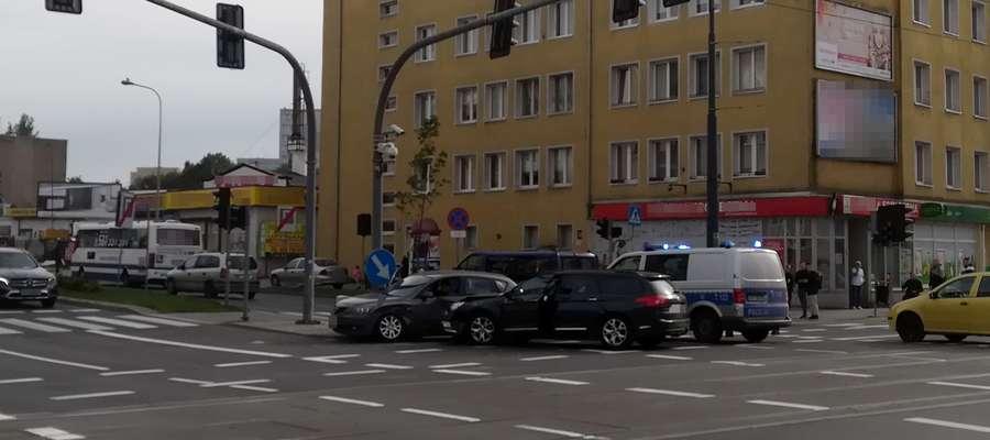 Uwaga kierowcy! Zderzenie dwóch pojazdów na skrzyżowaniu w Olsztynie