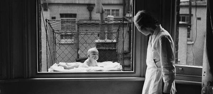 Urządzenie do wystawiania dziecka na dwór