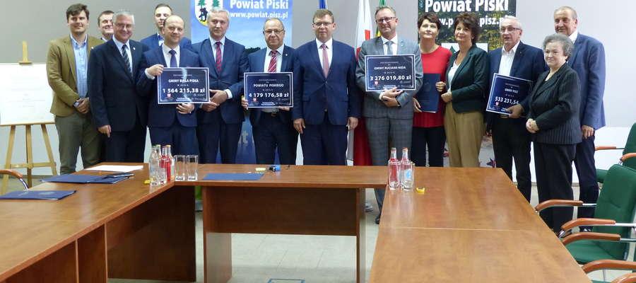 Umowy na dofinansowanie remontów dróg podpisane