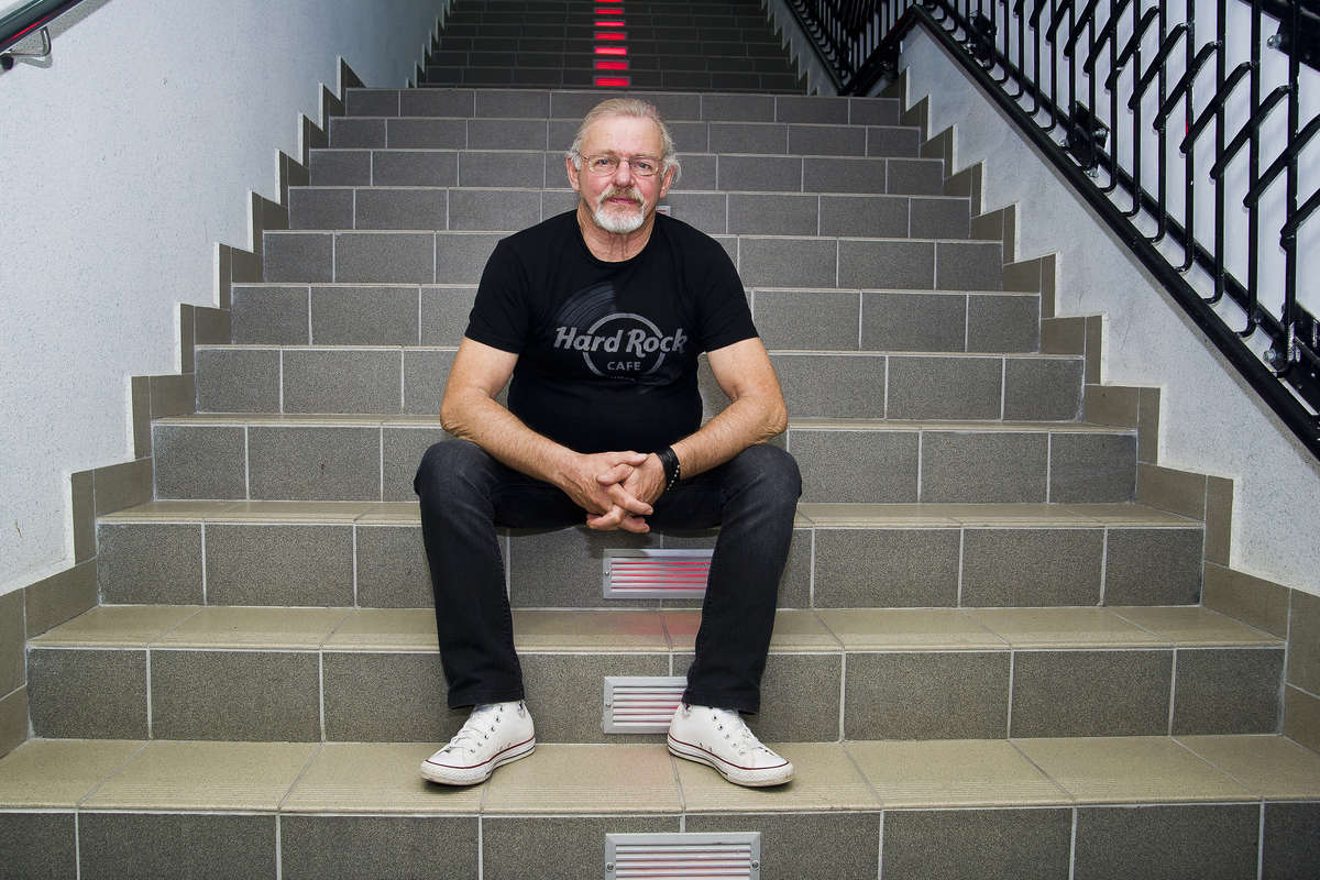Ponad 50 lat na scenie! Rozmawiamy z Jerzym Skrzypczykiem, perkusistą Czerwonych Gitar - full image