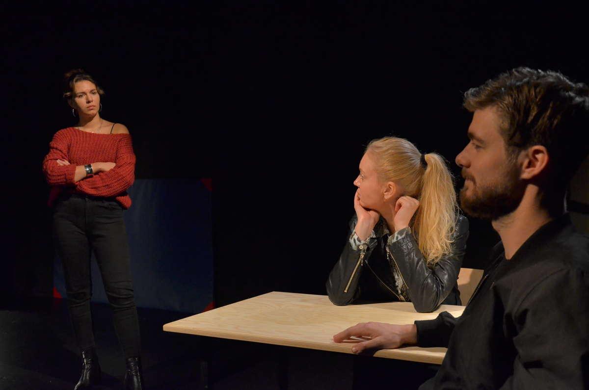 Kornelia Maciejewska, Olga Borys i Szymon Kowalik podczas próby