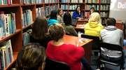 O przemocy — tej słownej, fizycznej, ekonomicznej i seksualnej — dyskutowano w iławskiej bibliotece [ZDJĘCIA]