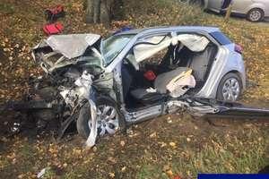 Czołowe zderzenie samochodów na DK 51. Dwie osoby ranne