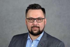 Marcin Robert Kulasek (dyrektor administracyjny) - kandydat do Sejmu w okręgu nr 35, numer na liście 1 Lista numer 3 - KOMITET WYBORCZY SOJUSZ LEWICY DEMOKRATYCZNEJ członek partii politycznej: Sojusz Lewicy Demokratycznej Siedziba Okręgowej Komisji Wyborc