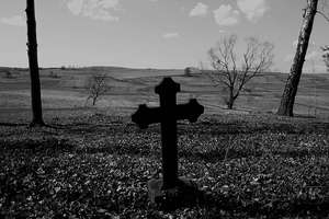 Niektórzy są już w grobach, a inni podążają tam chwiejnym krokiem