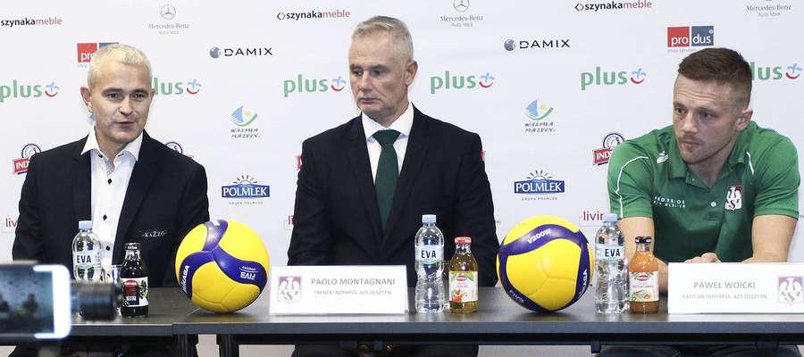 Prezes Tomasz Jankowski, trener Paolo Montagnani i kapitan drużyny Paweł Woicki podczas konferencji prasowej w Kortowie
