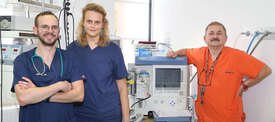 Dr n. med. Jacek Grabania, koordynator Oddziału Anestezjologii i Intensywnej Terapii w Miejskim Szpitalu Zespolonym w Olsztynie z zespołem