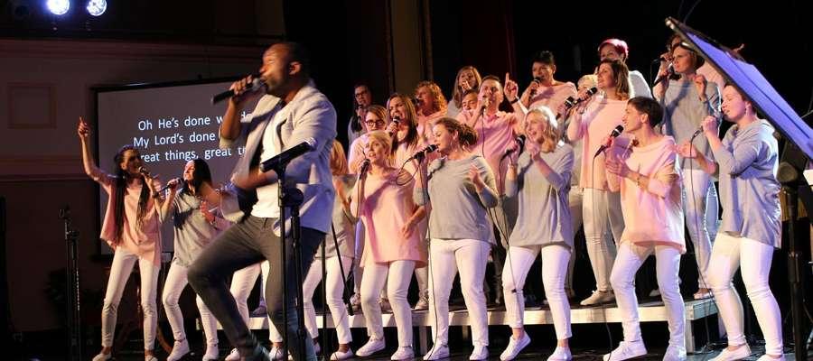 Na zdjęciu koncert finałowy Warsztatów Gospel nad Jeziorakiem 2018
