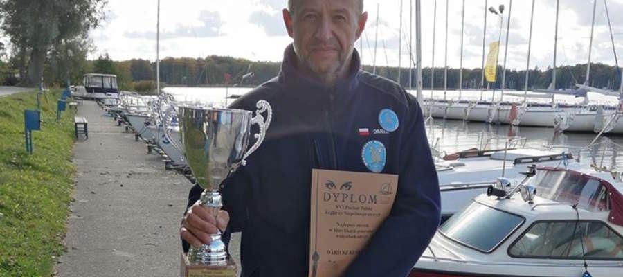 Dariusz Kuśnierz, sternik z Bartoszyc, zwycięzca tegorocznego Pucharu Polski Żeglarzy Niepełnosprawnych