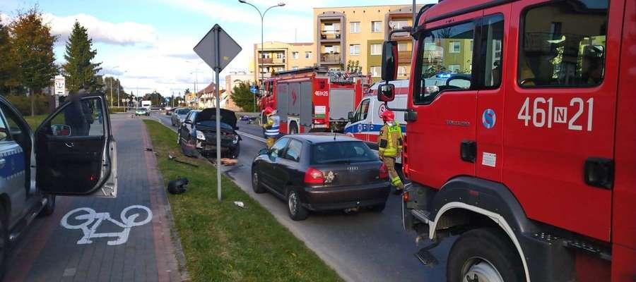 Początkowo nie sposób było domyślić się, co się wydarzyło podczas tego wypadku. Na ulicy Dąbrowskiego leżał motocykl, a na drodze stały jeszcze trzy samochody osobowe: audi, mercedes (taxi) i suzuki