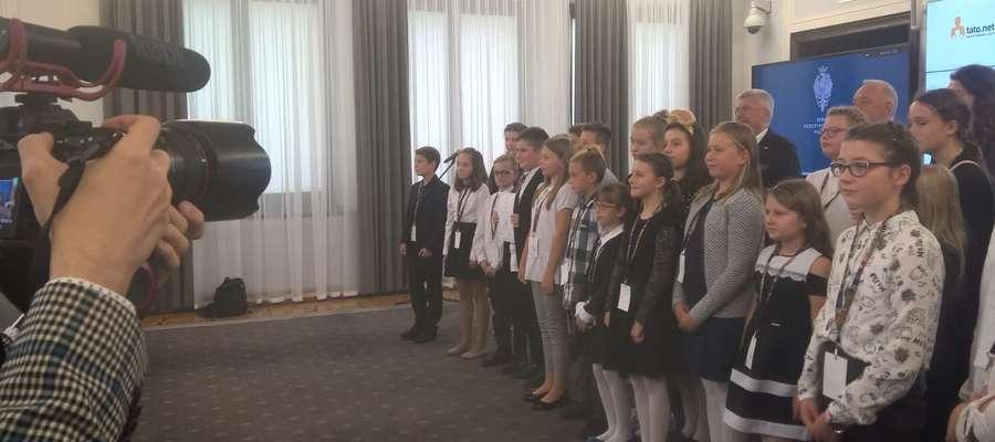 Mikołaj wśród trzydziestu laureatów konkursu w Senacie RP