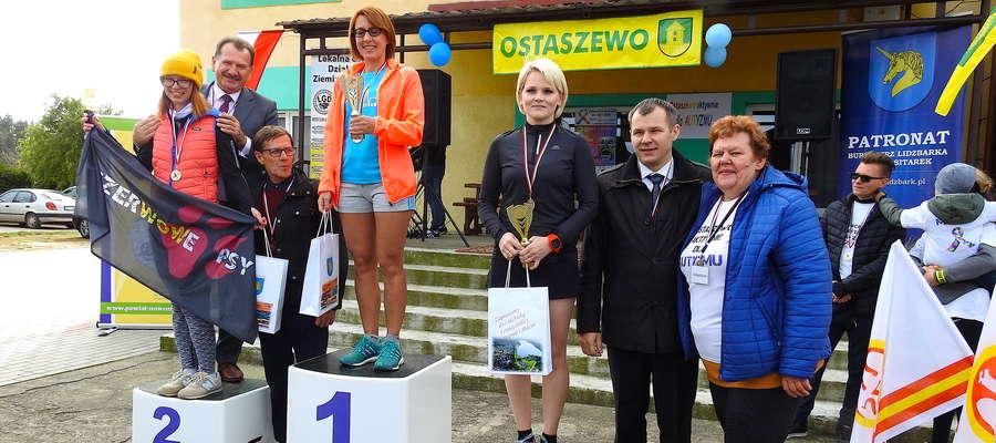 Po wręczeniu nagród po biegu w kategorii kobiet