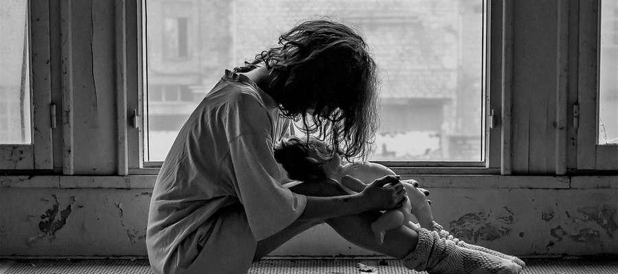 Depresja poporodowa to choroba. Trzeba ją leczyć!