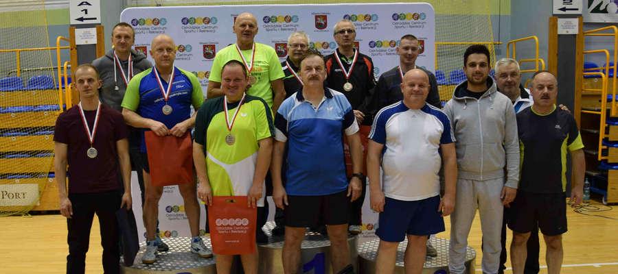 Najlepsi uczestnicy amatorskich mistrzostw Ostródy w ping-pongu