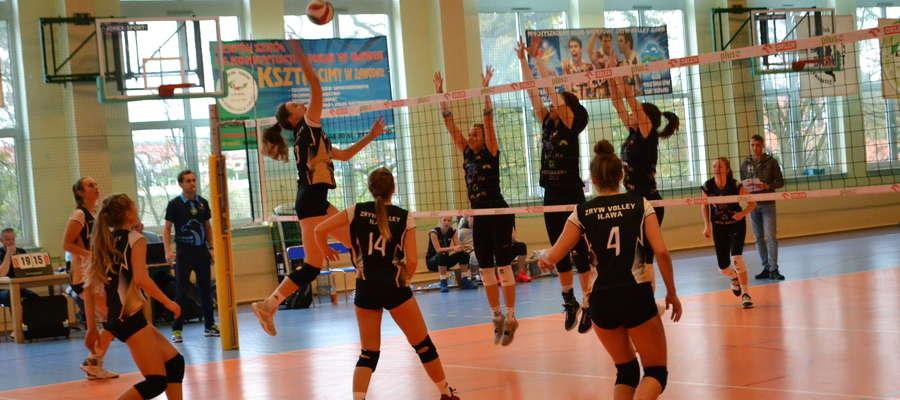 Pomimo dobrej gry w pierwszym secie meczu juniorki MKS Kris-Bus Zryw-Volley Iława uległy lepiej dysponowanym w tym dniu siatkarkom reprezentującym Ostródę 0:3 w setach 23:25, 18:25, 18:25