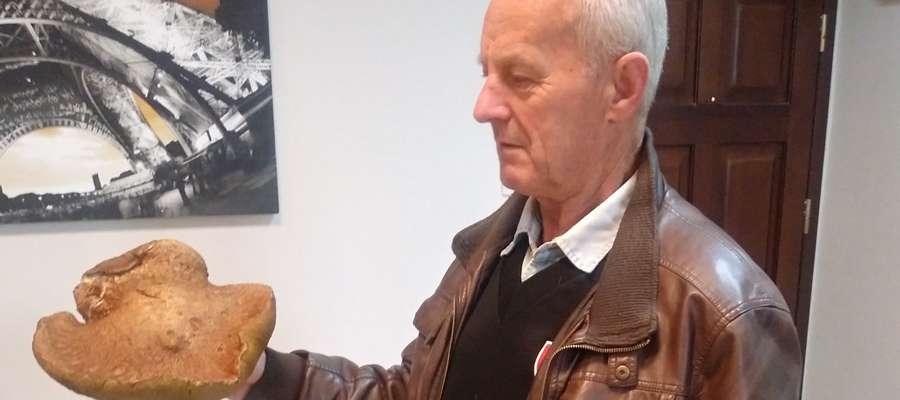 Mieszkaniec Grabinka znalazł prawdziwka, który ważył ponad 1,3 kg