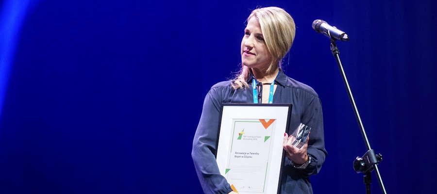 Marta Dąbrowska, dyrektor Giżyckiego Centrum Kultury z odebranym wyróżnieniem