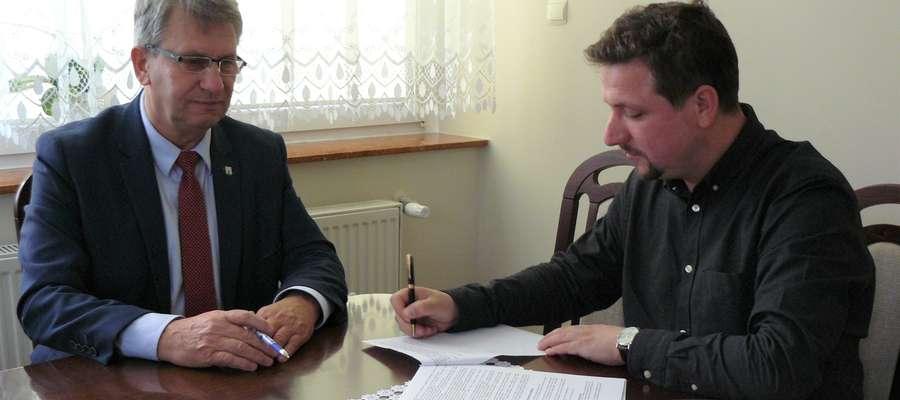Z lewej strony burmistrz Susza, Krzysztof Pietrzykowski