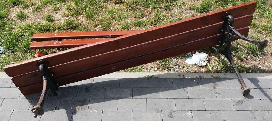 Zniszczona ławka