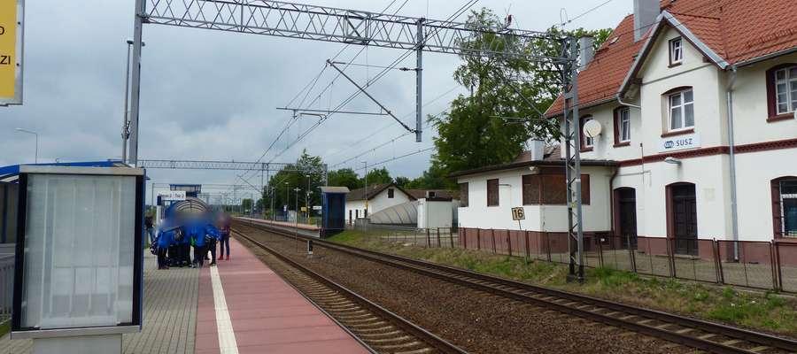 Do rozboju doszło na peronie dworca kolejowego w Suszu (zdjęcie wykonane jeszcze przed rozpoczęciem remontu budynku)