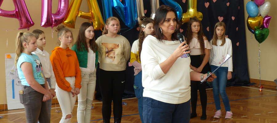 """Centrum wydarzenia znajduje się w sali gimnastycznej, to tam usłyszeliśmy piękne zdanie: """"Dziś wszyscy jesteśmy jedną rodziną.... Rodziną Danusi"""""""