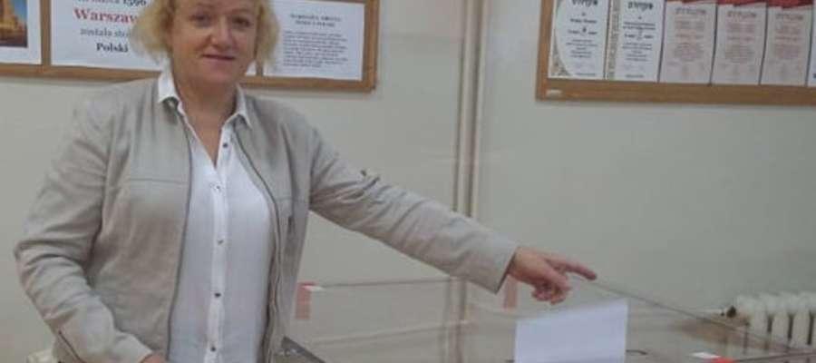 Trwają wybory do Sejmu i Senatu. Danuta Kielak swój głos oddała w lokalu w Kraszewie