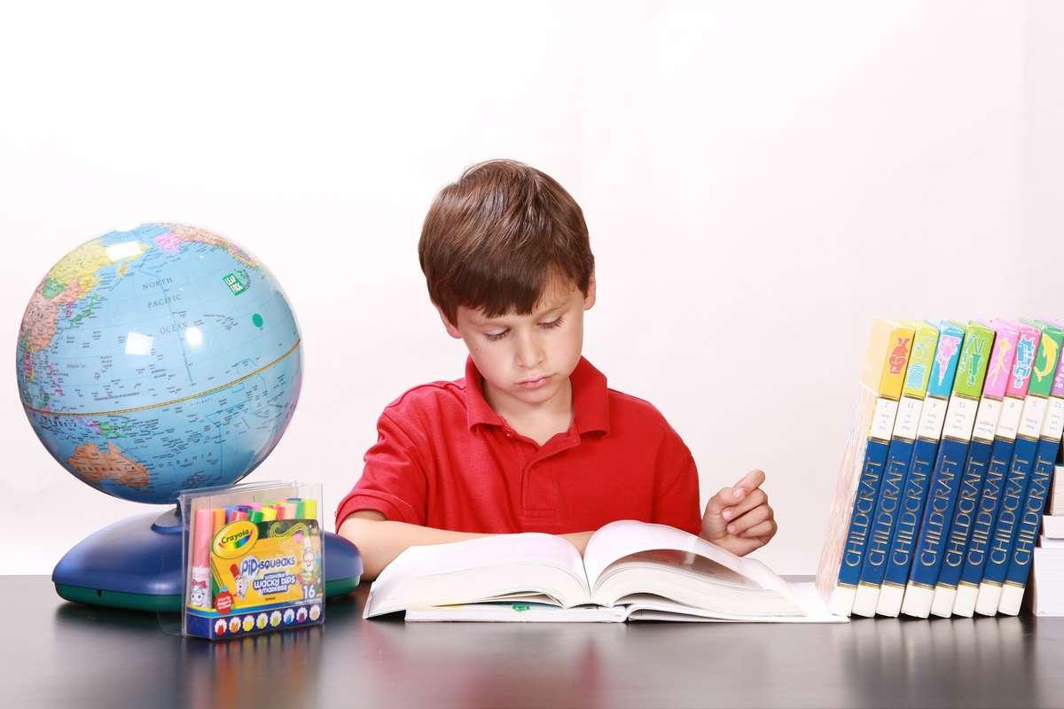 Biurko w pokoju ucznia - full image