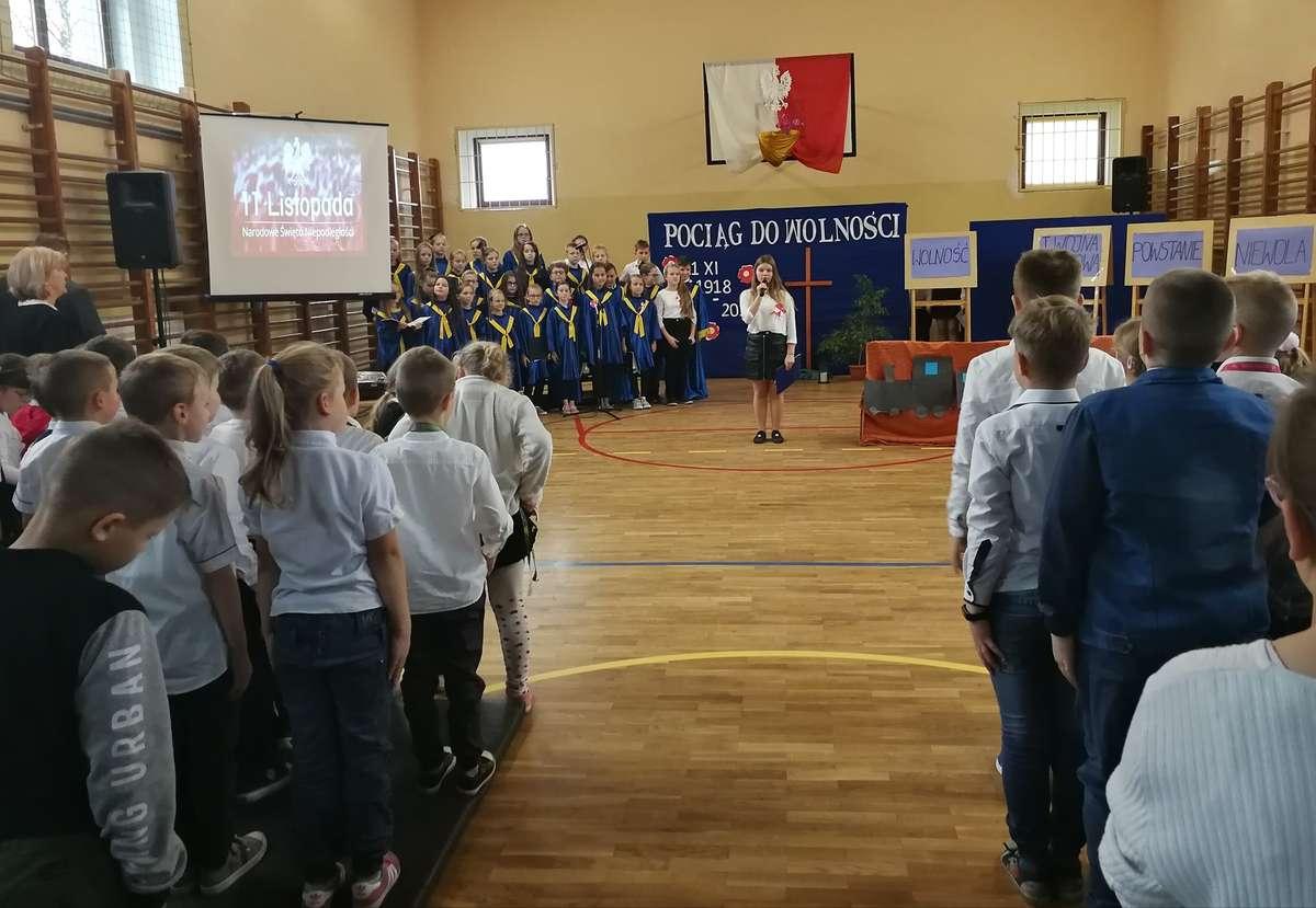Podczas niepodległościowej akademii w szkole w Biskupcu