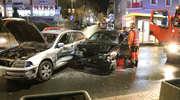 19-latek jechał pod prąd w centrum Olsztyna i doprowadził do zderzenia. Duże utrudnienia w ruchu [ZDJĘCIA]