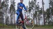 """""""Orzeł wylądował"""" - policjant z Elbląga przebył na rowerze odległość z Ziemi do Księżyca [ZDJĘCIA]"""