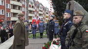 Apel Pamięci i salwa honorowa pod pomnikiem w Ostródzie
