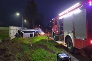 Wypadek w Adamowie. Jeden z pasażerów trafił do szpitala [ZDJĘCIA]