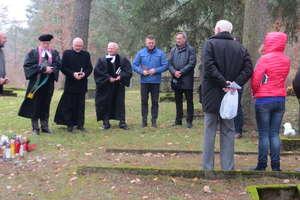 Na starym cmentarzu w Starych Jabłonkach uczcili pamięć przodków
