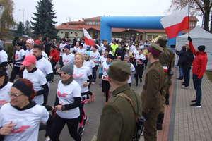 186 biegaczek i biegaczy w biało-czerwonych barwach na V Suskim Biegu Niepodległości