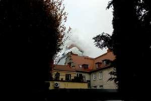 Pożar zabytkowej kamienicy przy Pionierskiej [ZDJĘCIA]