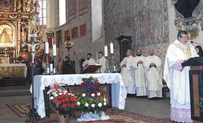 Msza święta za Ojczyznę w nowomiejskiej bazylice [ZDJĘCIA]