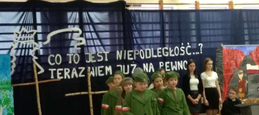 Uczniowie pamiętali o Dniu Niepodległości