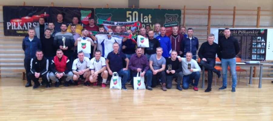 Pamiątkowa fotografia uczestników turnieju