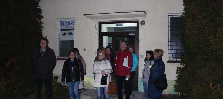 """W ubiegły poniedziałek towarzyszyliśmy pracownikom """"Tomicu"""", którzy mimo zamkniętych drzwi stawili się do pracy."""