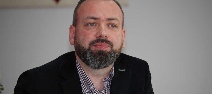 W Będzyminie dyrektor Grzegorz Wronkowski uczy segregacji. Ale posegregowane śmieci zabierają do domu nauczyciele