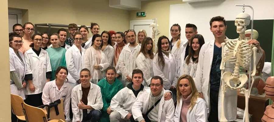 Licealiści już po raz drugi wzięli udział w lekcji anatomii.