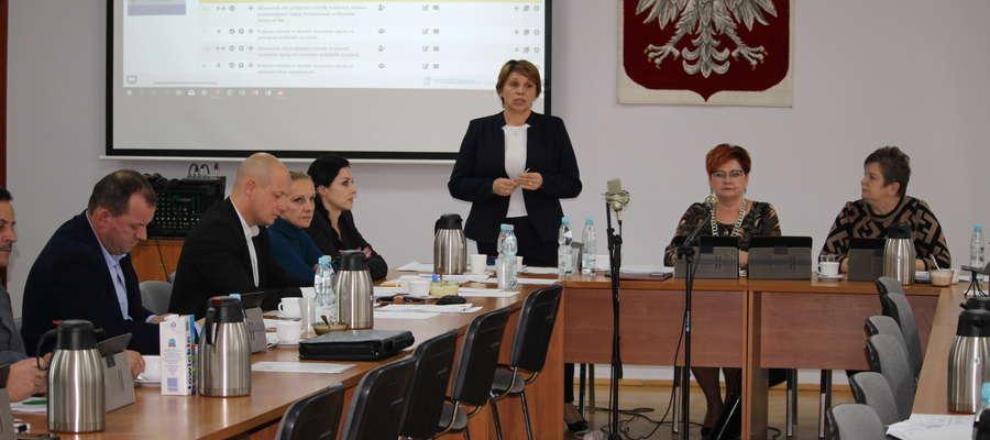 Burmistrz Aneta Goliat podczas sesji powiedziała, że dopiero teraz wie, że zapytanie wicestarosty nie było opinią potrzebną do zachowania procedury administracyjnej