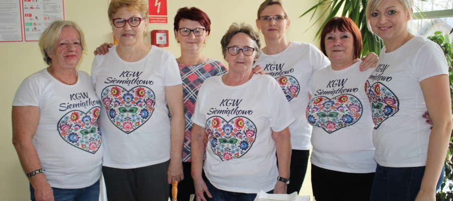 Siedem członkiń Koła Gospodyń Wiejskich przygotowało pyszne ciasta na V Bieg Uliczny o Puchar Wójta Gminy Siemiątkowo
