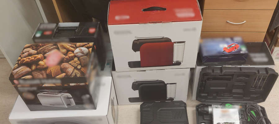 Łupem sprawców padły narzędzia oraz sprzęt AGD i RTV t.j. wiertarki, wkrętarki, kawiarki, tostery czy odkurzacze